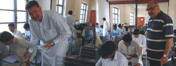 چئیرمین و سیکرٹری سوات بورڈ کے حالیہ مختلف میٹرک سپلیمنٹری امتحانی ہالوں کے معائنے