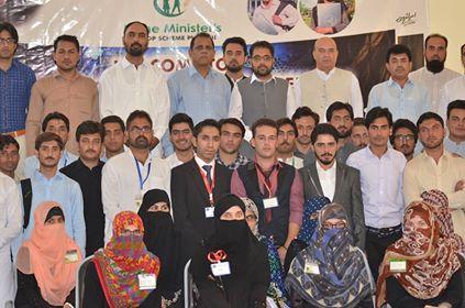سوات یونیورسٹی کے طلباء و طالبات میں لیپ ٹاپ تقسیم