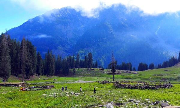 سوات میں ایسی بھی ایک  وادی ہے جس تک پہنچنے والے سیاح ۔ اگے اور پیچھے جانا نہیں چاہتے