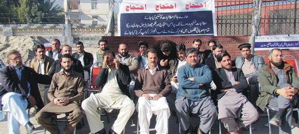 سوات کے ایکسئین اور انجینئر کا مطالبات کے حق میں قلم چھوڑ ہڑتال اور ہڑتالی کیمپ تیسری روز بھی جاری