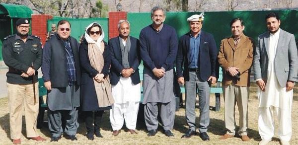 وزیر اعظم شاہد خان عباسی کے ہیلی کاپٹر کا سوات میں ہنگامی لینڈنگ، کون کون سوار اور کہاں جارہے تھے