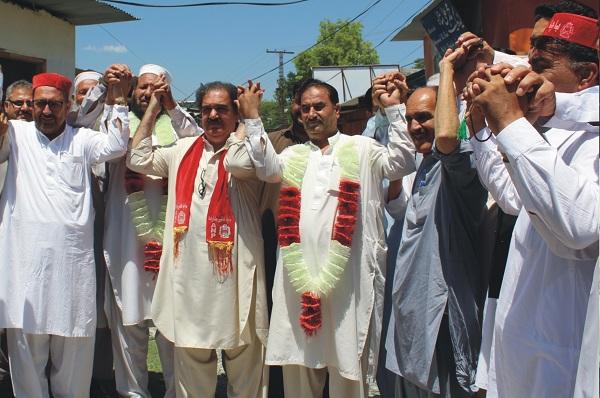 پی ٹی ائی نظریاتی رہنما اور محمود خان کے قریبی ساتھی نے اے این پی کی حمایت کردی