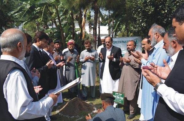 سرسبز پاکستان مہم، سیشن جج سوات نے درخت لگا کر مہم کا افتتاح کردیا