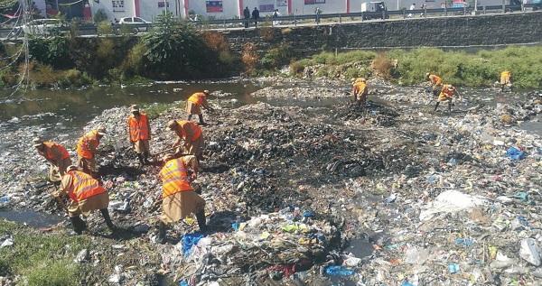 واسا نے مینگورہ خوڑ کی صفائی کاآغاز کردیا، شہر کو صاف رکھنے کا عزم