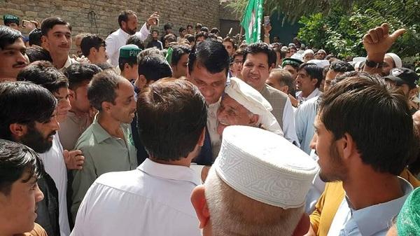 وقار خان اور سردار خان کو مبارکبادیں ، خوازہ خیلہ اور شاہ ڈھیری میں جشن، کارکنوں کے بھنگڑے