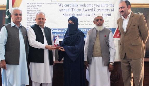اسلامیہ کالج پشاور کے شعبہ اردو کے طالبہ نے اپنے تحقیقی مقالے کا کامیابی سے دفاع کیا ، ایم فل مکمل