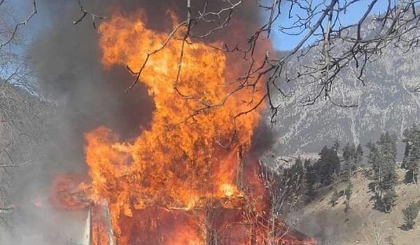 سوات،منگلور میں نامعلوم افراد نے تین موٹر گاڑیوں اور مکان کو آگ لگا دی