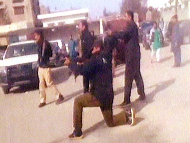 چلاس میں اسکول جلانے والوں کیخلاف آپریشن میں 2 دہشتگرد ہلاک، پولیس اہلکار شہید