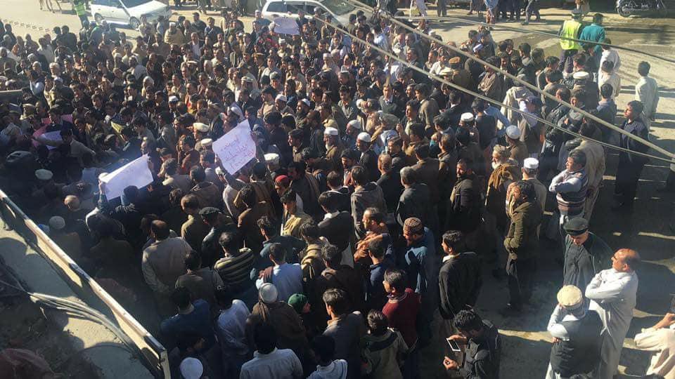 چیک پوسٹوں پر سخت تلاشی کے خلاف مینگورہ و خوازہ خیلہ میں مظاہرے