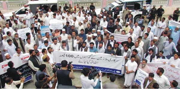 آل پاکستان کلرکس ایسو سی ایشن کا مطالبات کے حق میں احتجاجی مظاہرہ وریلی