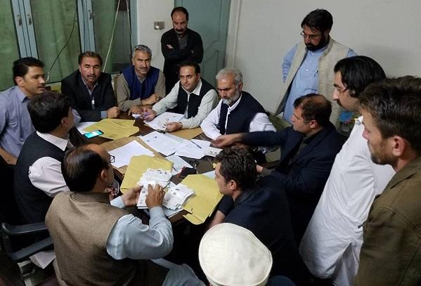 ری کاونٹنگ کا عمل شروع، وقار خان کو فضل مولاپر 298 ووٹوں کی برتری حاصل