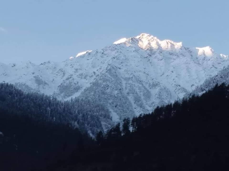 کالام مہوڈنڈ میں پھر برفباری ۔ موسم سرد ۔سیاح انے لگے