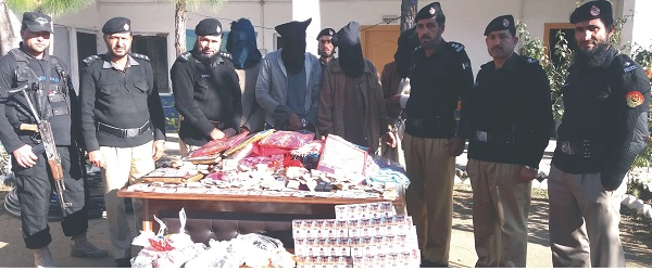 چوکیدار اور پولیس کی بہادری، چار چور رنگے ہاتھوں گرفتار، لوٹا گیاسامان برامد