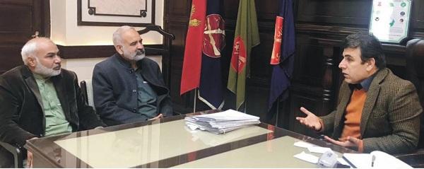 انتظامیہ اور صحافیوں کا ساتھ چولی دامن کا ہے ، چوبیس گھنٹے خدمت کیلئے حاضر ہوں، کمشنر ریاض خان محسود