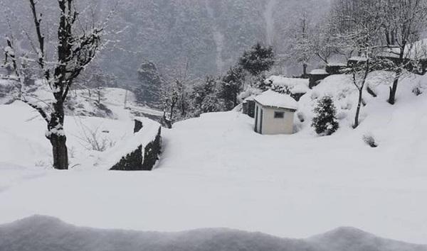 ملک بھر میں بارشیں اور برفباری، 14 افراد ہلاک اور متعدد زخمی