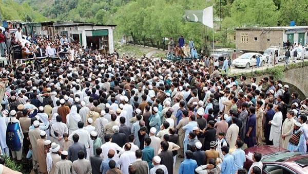 شانگلہ، کانا اجمیر سڑک کی عدم تعمیر کیخلاف اہلیان علاقہ کا احتجاجی مظاہرہ ، حکومت کو 30اپریل تک ڈیڈ لائن