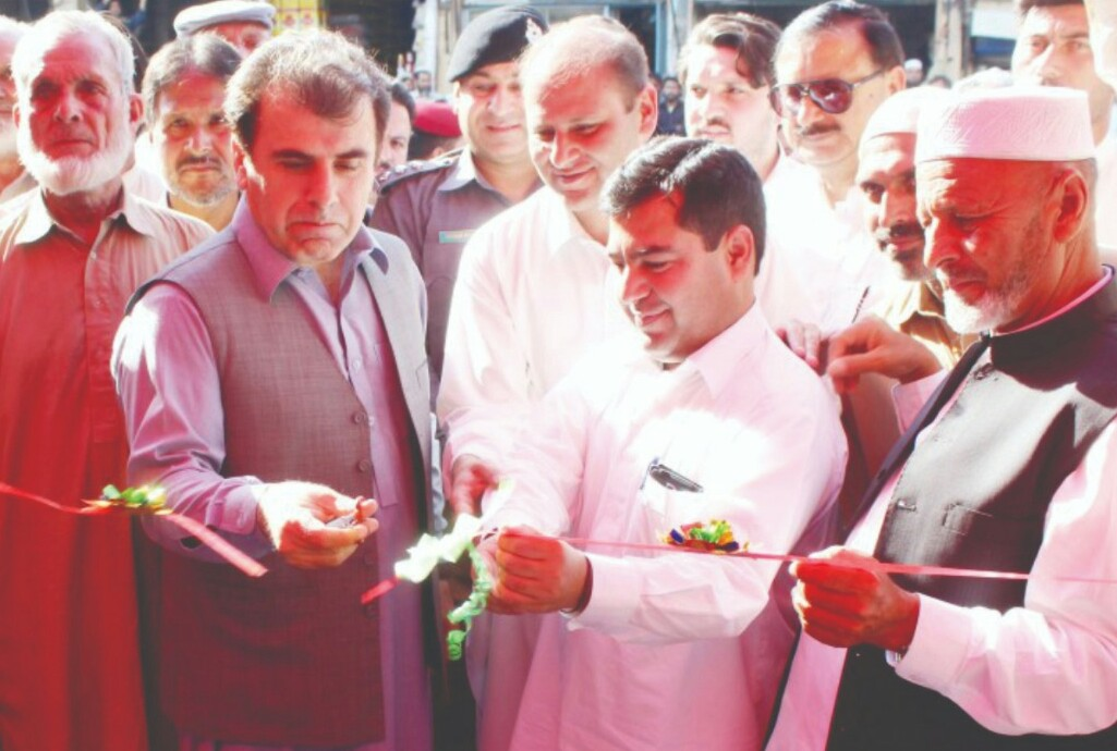 ضلعی انتظامیہ نے کبل میں سستا بازار کا افتتاح کردءا