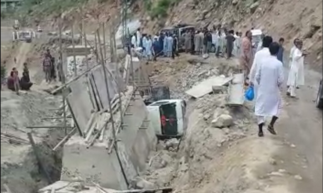 کالام میں آفسوسناک حادثہ ، سیاحوں کی گاڑی کھائی میں گرگئی