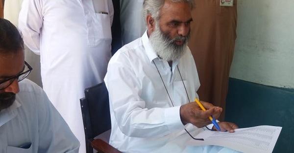 سیدو گروپ اف ٹیچنگ ہسپتال کے کلاس فور ملازمین میں چارکول کی مد میں 12 لاکھ روپے تقسیم