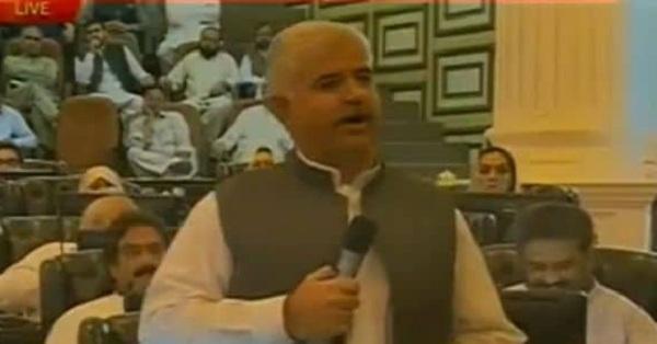 کمسن موٹر سائیکل سواروں کیخلاف وزیر اعلیٰ محمود خان کا سخت ایکشن لینے کی ہدایت