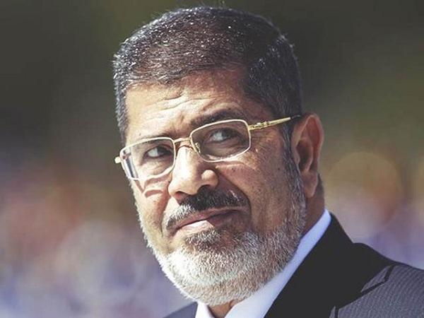 مصر کے سابق صدرمحمد مرسی آج عدالت میں پیشی کے بعد اچانک غش کھاکر گرے اور فوت ہوگئے