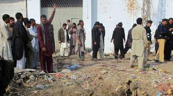 ڈیی ائی خان ، دہشتگردوں کا پولیس چوکی پر فائرنگ اور ہسپتال میں خودکش دھماکہ ،11شہید