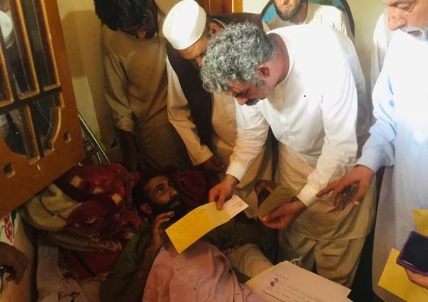 خادم ہو تو ایسا ۔ ۔ ۔ ایم پی اے میاں شرافت علی نے اپنا وعدہ دس دن میں پورا کردیا، 37لاکھ کا امداد دیدیا