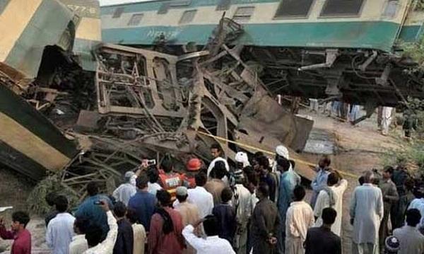 رحیم یار خان؛ مال گاڑی اور اکبر ایکسپریس میں تصادم 17جان بحق 60 زخمی