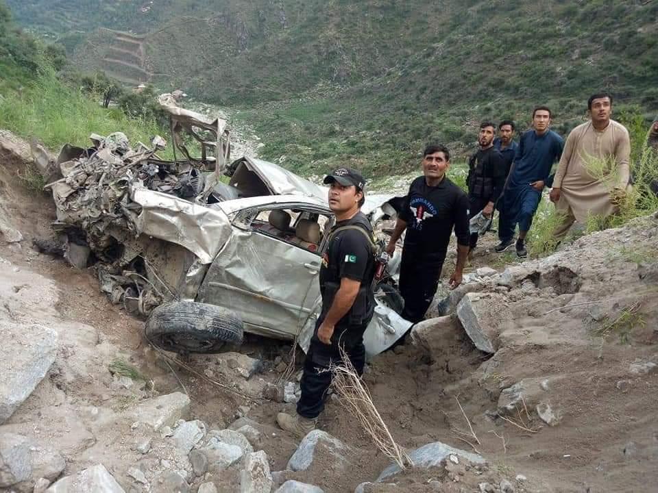 سوات سے بونیرجانیوالی موٹرکارکڑاکڑکی پہاڑی سے نیچے گرگئی ،3خواتین ایک بچہ جانبحق