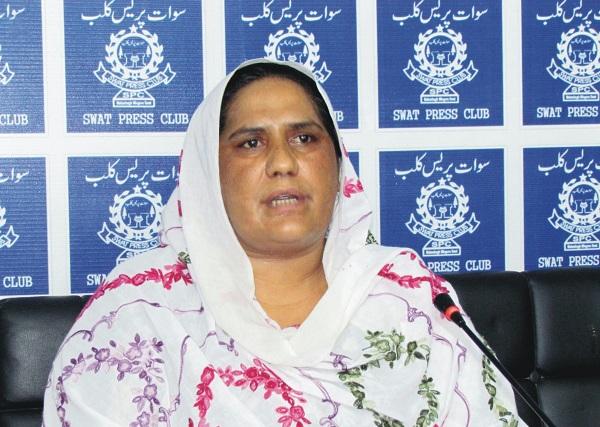 شوہر کے ہاتھوں قتل ہونے والی لڑکی کی والد انصاف کیلئے سوات پریس کلب پہنچ گئی