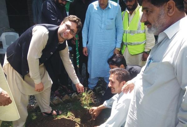 ضلعی انتظامیہ نے  تمام سی این جی سٹیشن اور پیٹرول پمپس میں درخت لگانا لازمی قرار دے دیا