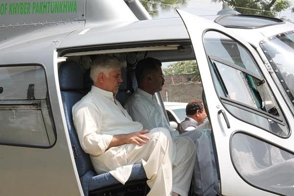 وزیر اعلیٰ خیبر پختونخوا محمود خان پشاور روانہ ہوگئے