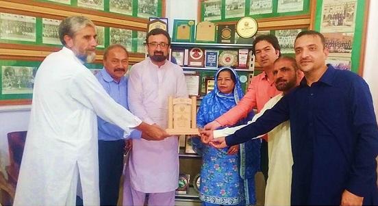 اسلامیہ کالجیٹ سکول میں ہاکی کے فروغ کے لیے آسٹروٹرف اور سکواش کے کھیل کی تربیت
