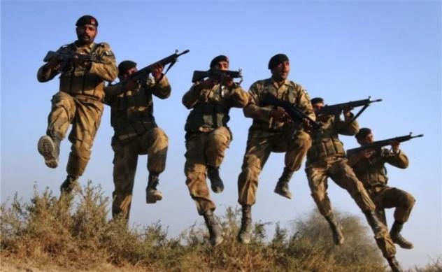 پاکستانی فوج کے کمانڈوز سانپ کیوں کھاتے ہیں۔