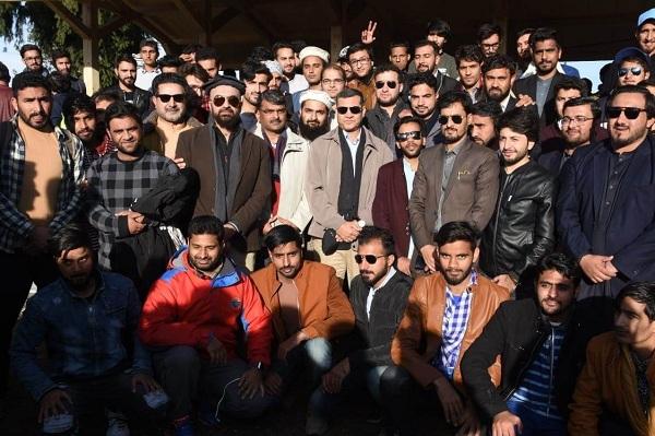 کورکمانڈر پشاور کا دورہ مالم جبہ، 2 سو یتیم بچوں کیساتھ ملاقات،پارک اور سکی سکول کا افتتاح
