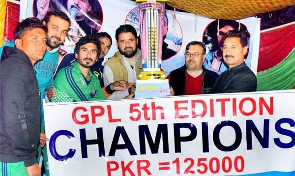 گالوچ پریمئیر لیگ کا پانچواں ایڈیشن اختتام پذیر، فضل اکبر نے کھلاڑیوں میں انعامات تقسیم کردیئے