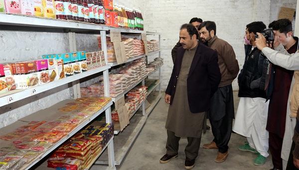 ڈیڈک چیئرمین فضل حکیم کا یوٹیلٹی سٹورز میں اشیاء ضروریہ کی قیمتوں کا معائنہ