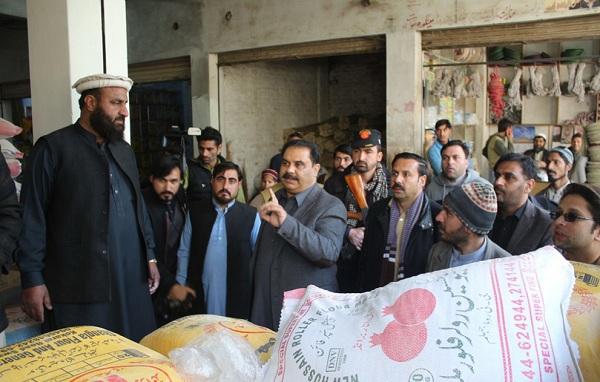 سوات میں ڈپٹی کمشنر کا فلورملوں، آٹا گودام اور بازروں کا اچانک معائنہ