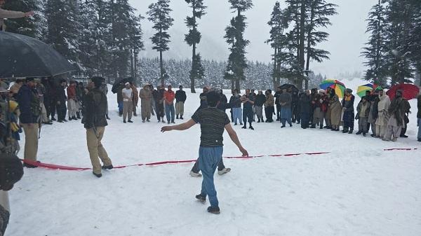 کالام میں برف پر کبڈی، سیاحت کو فروغ دینے کیلئے سرگرم ہیں، عزیز کالامی