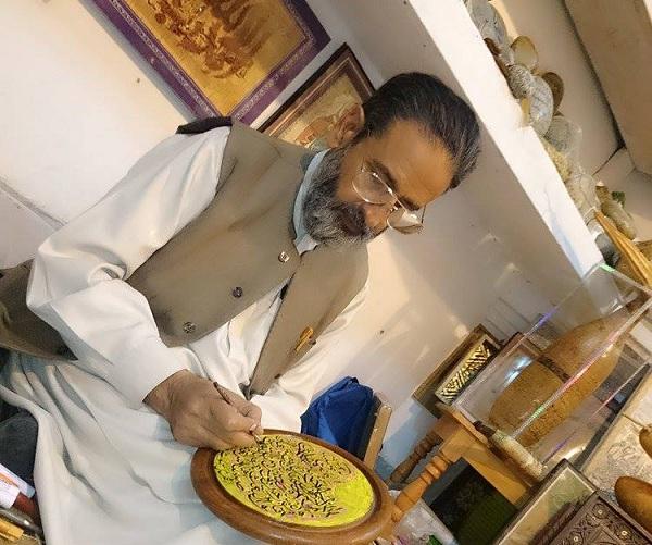 اسلامی کیلیگرافی کا ماہر سوات کا شمس الاقبال شمس  ؔ