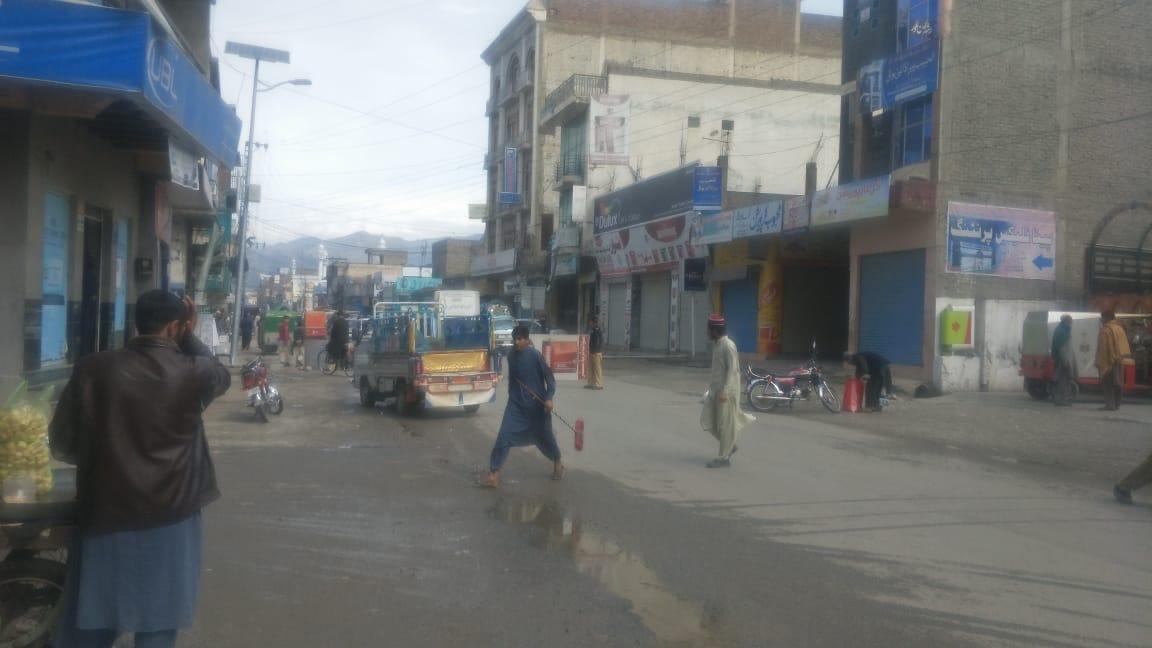 مینگورہ شہر میں اعلانات، ائیر پورٹ روڈ پر ناکہ