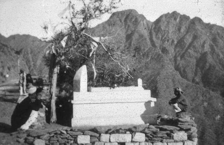 ملاکنڈ خاص میں سبز گنبد والی مسجد میں جو مزار ہے یہ کس کا ہے؟