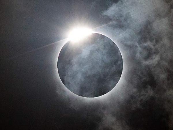 پاکستان میں سورج گرہن کا آغاز،مختلف علاقوں میں مکمل سورج گرہن