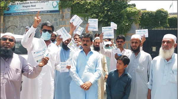 مینگورہ شاہدرہ وتکے اور ملحقہ علاقوں کے مکینوں کا پانی کی عدم دستیابی کے خلاف واسا دفترکے سامنے احتجاجی مظاہرہ