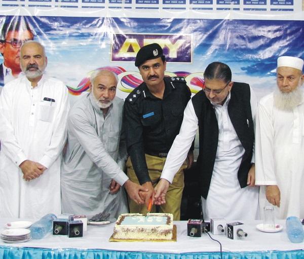 سوات پریس کلب میں ARY کی 20 ویں سالگرہ منائی گئی