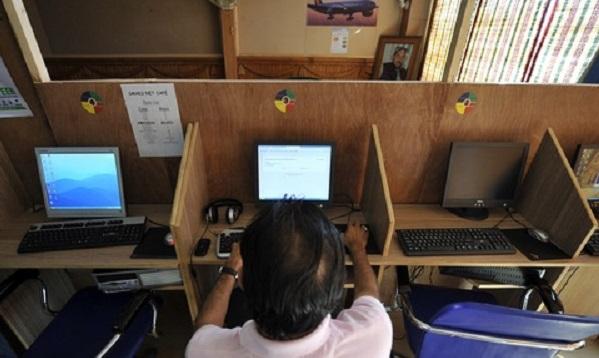 سوات میں انٹرنیٹ کیفیوں پر چھاپے،فحش ویڈیوز دیکھنے والے 10 نوجوان گرفتار