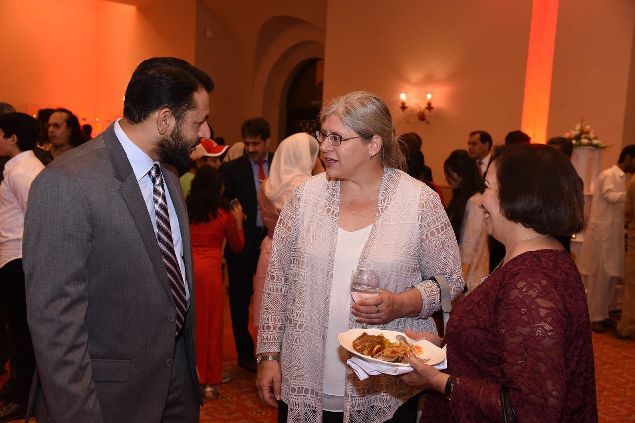 پاکستان بوائے سکاوٹس کے کمشنر سردار وقار شہزاد ایڈوکیٹ اور کینیڈا کی ہائی کمشنر وینڈی گلمور کے درمیان ملاقات