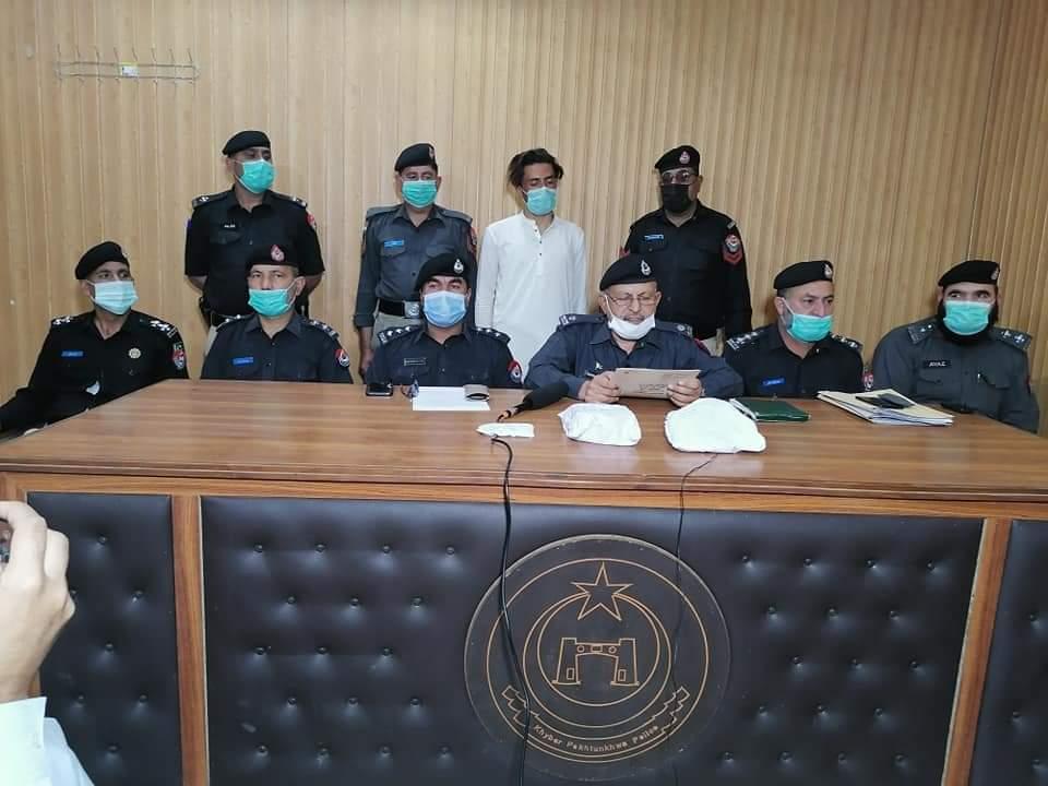 سوات، ڈکیت گروہ گرفتار، تین گاڑیاں سات لاکھ روپے برامد