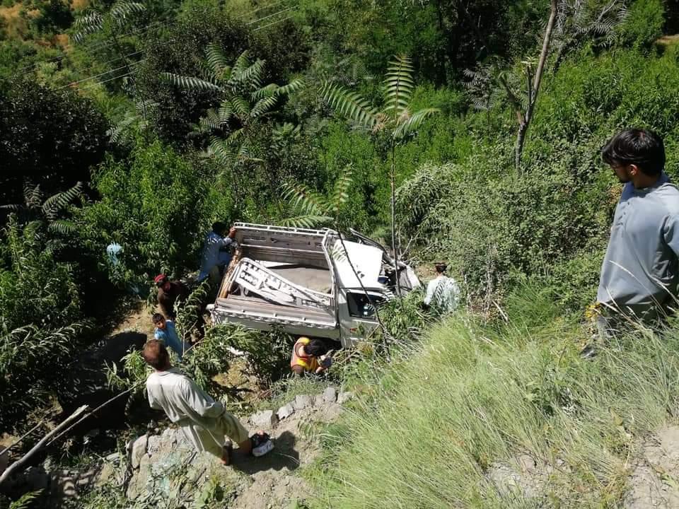 سوات، سوزوکی گاڑی پہاڑ سے نیچے گرگئی، سولہ افرادزخمی