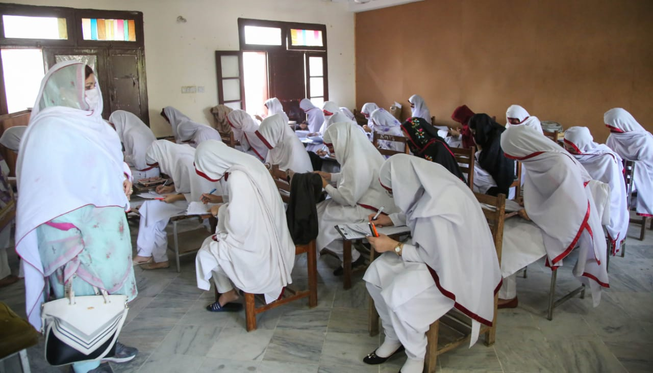 سوات کے سب سے بڑے گرلز کالج امتحانی ہال سے محروم، طالبات کو مشکلات